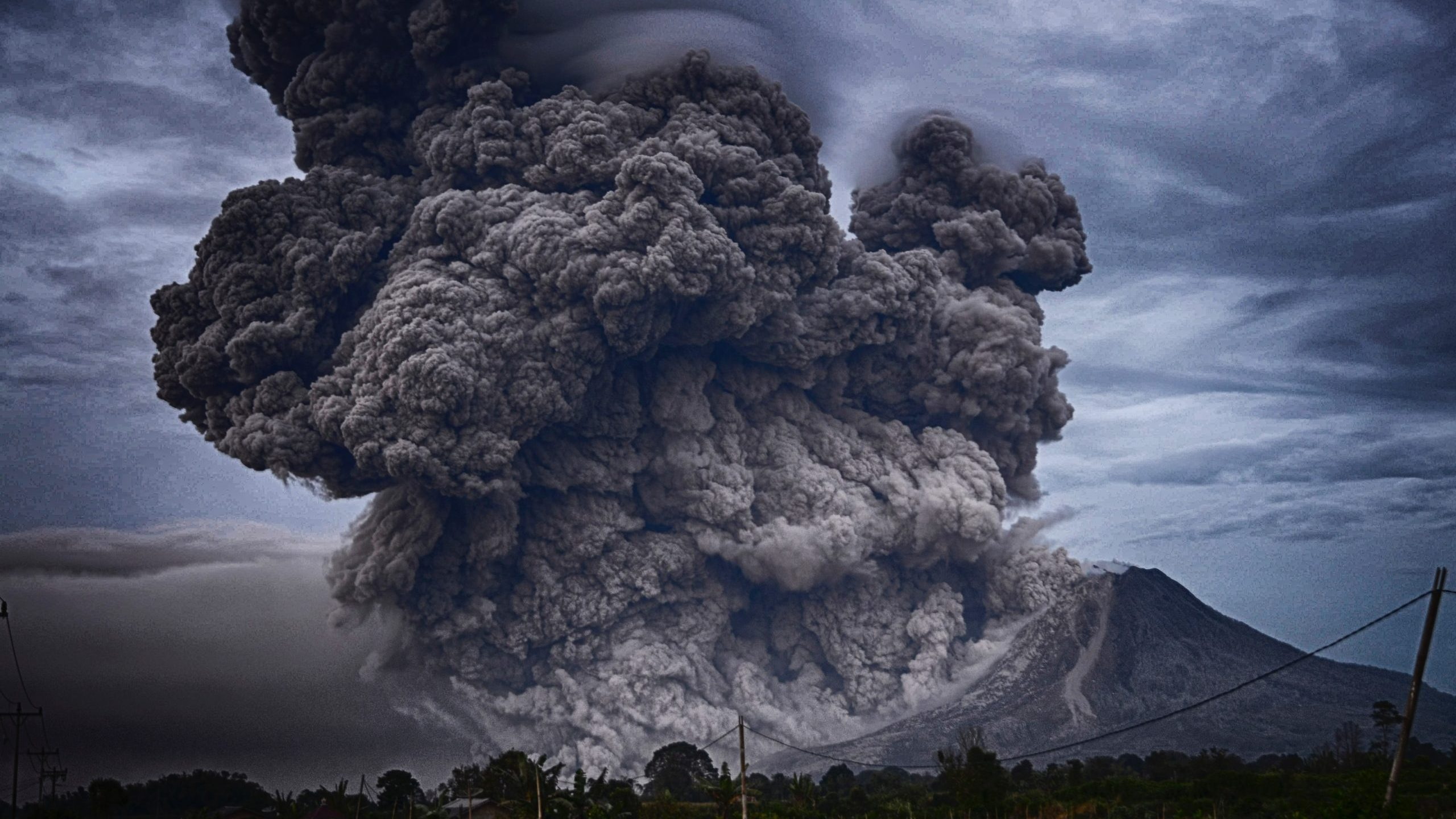 Pininchua (Ecuador) Erupts
